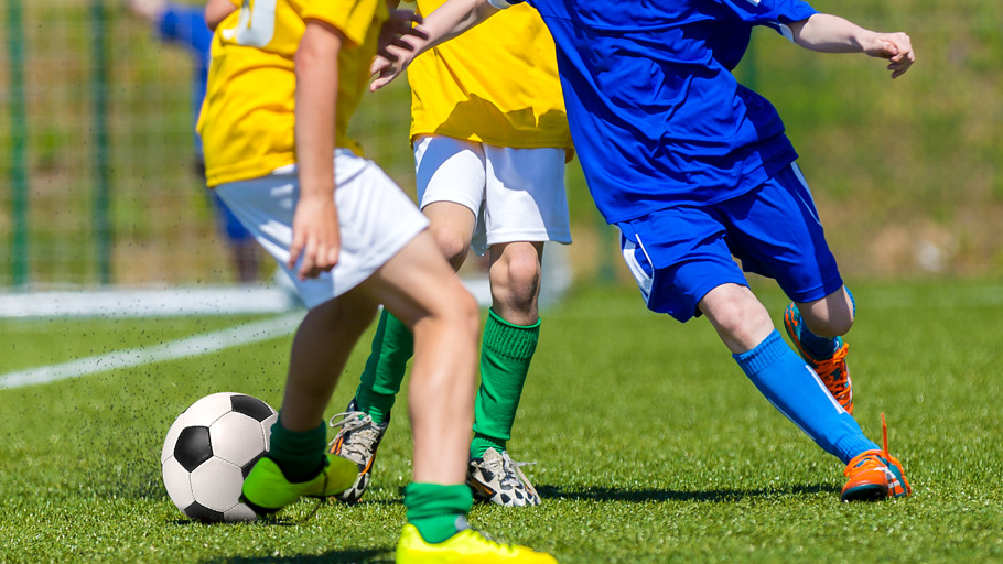 Jeunes joueurs de football