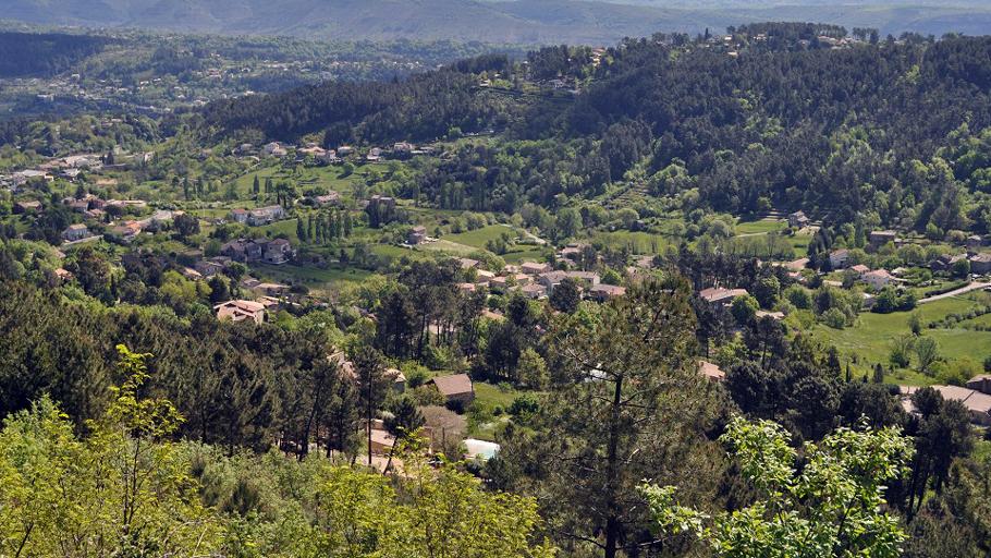 Vue sur le village de Mercuer