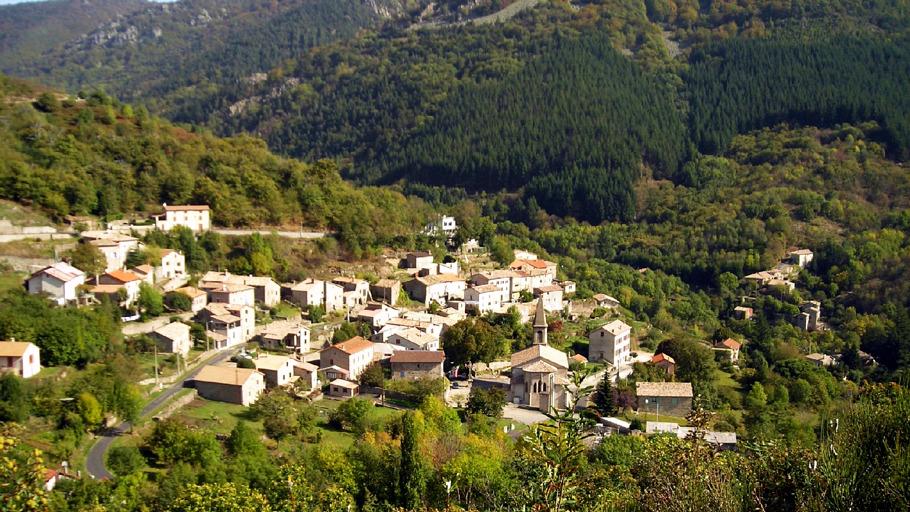 Vue sur le village de Laviolle